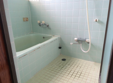 タイル張りのお風呂