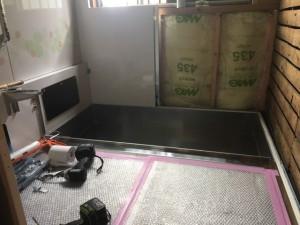 床・壁等の取付