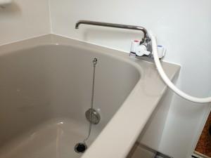 浴槽の蛇口とシャワー