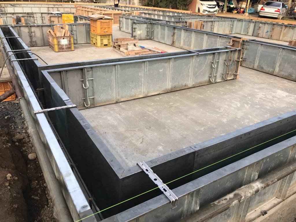 基礎工事の型枠工事