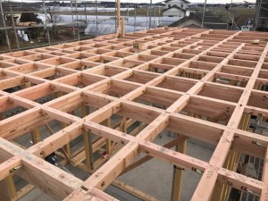 2Fの横架材(梁・桁)の取付と羽子板ボルト等の接合金物の取付完了時