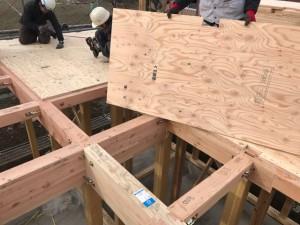 構造用合板をN75の釘で留ます