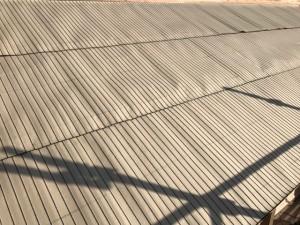 野地板の上にルーフィングを張ります