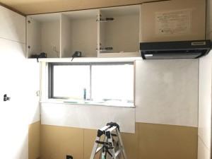 システムキッチンの組み立て