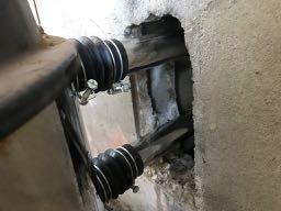 浴槽と風呂釜の間に接続