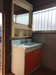 リフォーム前の洗面化粧台の写真