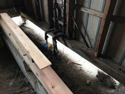 既存の流し台・ガス台・床板などを解体した時の写真