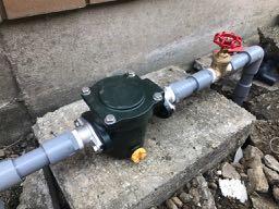 砂こし器の取付と配管工事