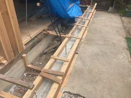 基礎工事コンクリート打設後・型枠解体前の写真