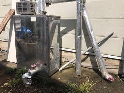 既存の石油給湯器の写真