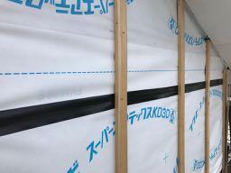 防水透湿シートとアクリル防水気密テープ貼り・胴縁の取り付け