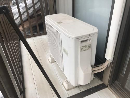 取替え前のエアコンの写真です。