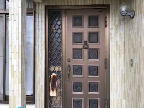 取替え前の玄関ドアの写真