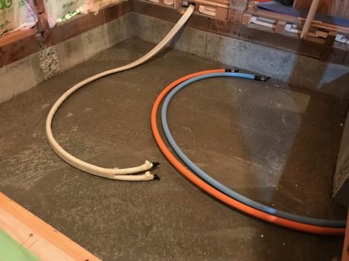 既存の配管材は撤去して新しい配管材に取り替えました