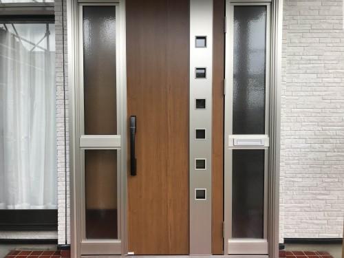 リフォーム後の玄関ドアの写真