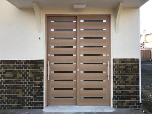 リフォーム後の玄関引戸の写真