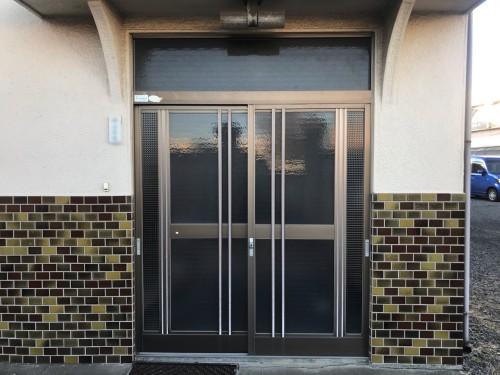 リフォーム前の玄関引戸の写真